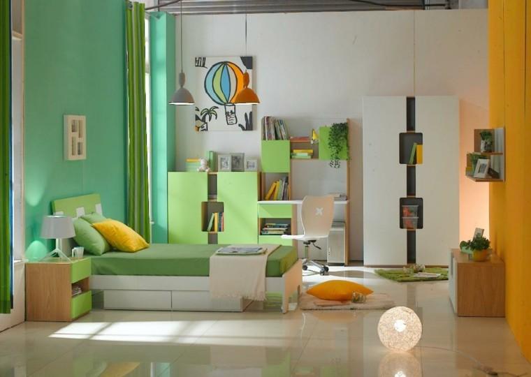 amarilla verde paredes lamparas encendida