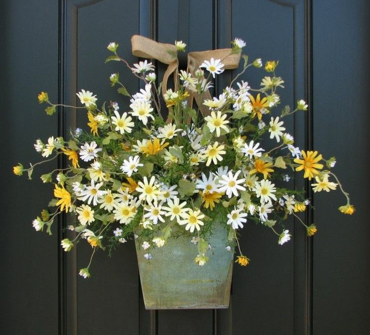 amarillo flores oscuro fondo laton