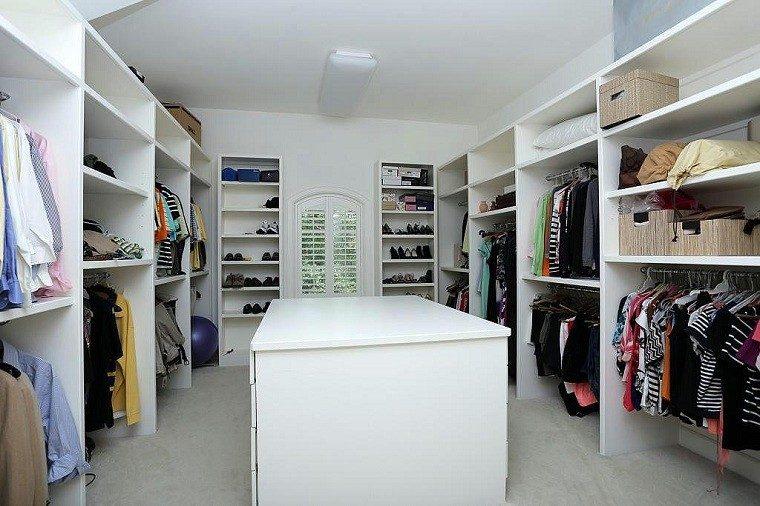 amplio espacio blanco muebles diseño