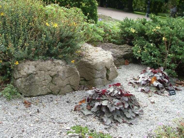 amplios jardines casa patio grava