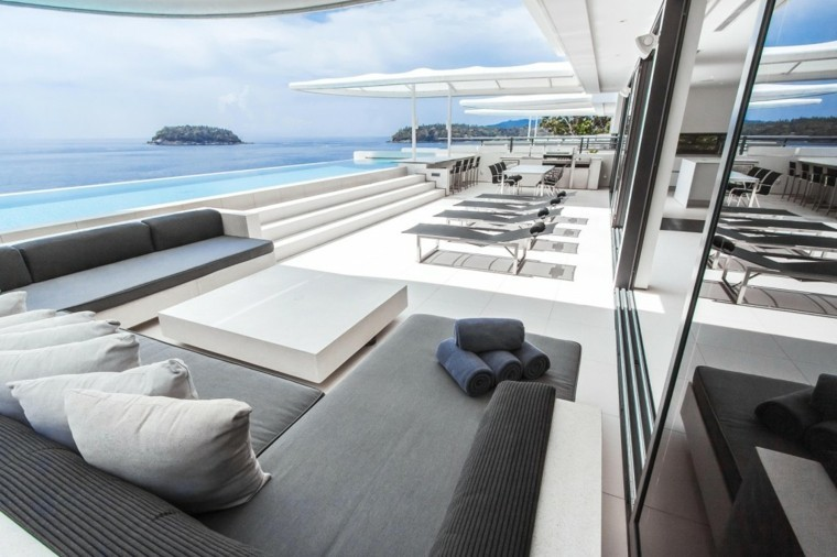 Decoracion terraza aticos dise os modernos de gran altura - Piscina en terraza peso maximo ...