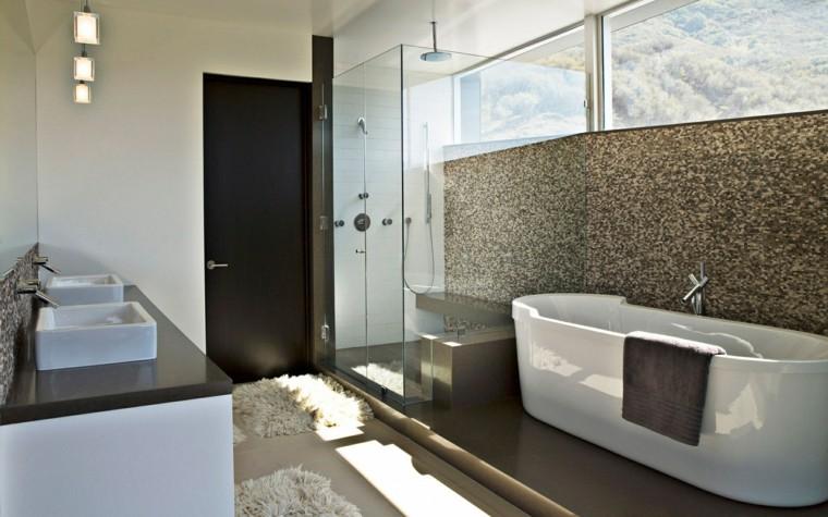 bañera ventanas lavabos alfombra lamparas