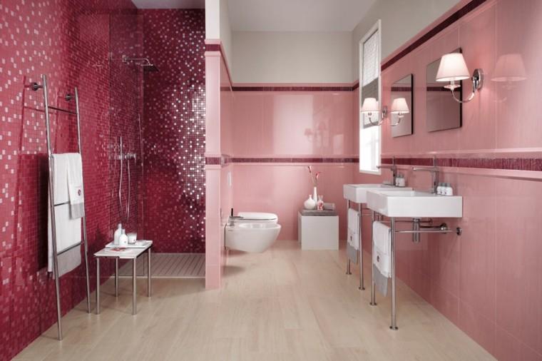 Baños Con Azulejos Rosas:Cuarto de baño con azulejos de colores cálidos