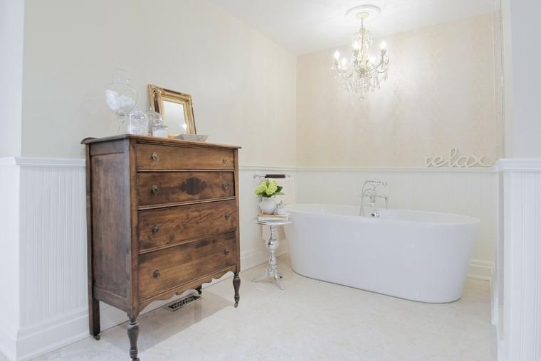 baño lujoso  vestidor madera retro