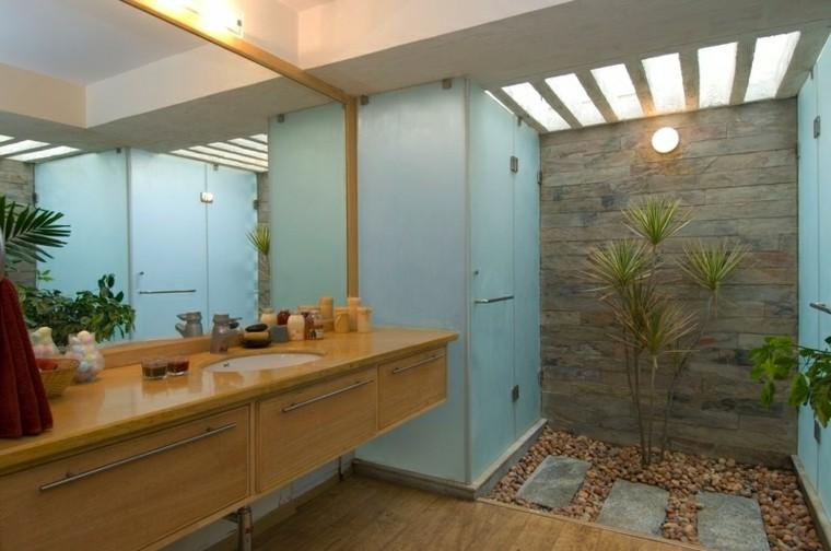 cuarto baño madera patio camino