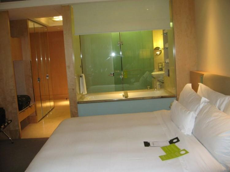 baño color verde dormitorio hotel