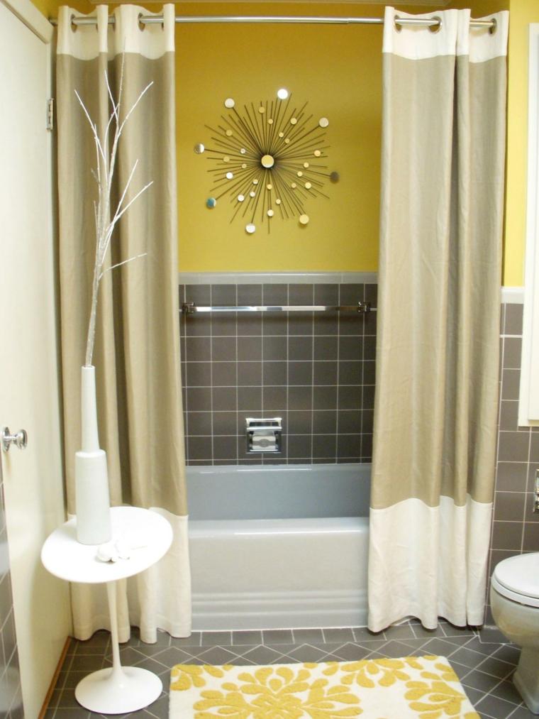 diseño baños de color amarillo
