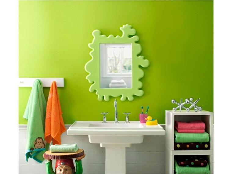 diseño baños de color verde