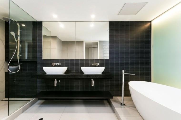 bano moderno pared negra espejos grandes ideas