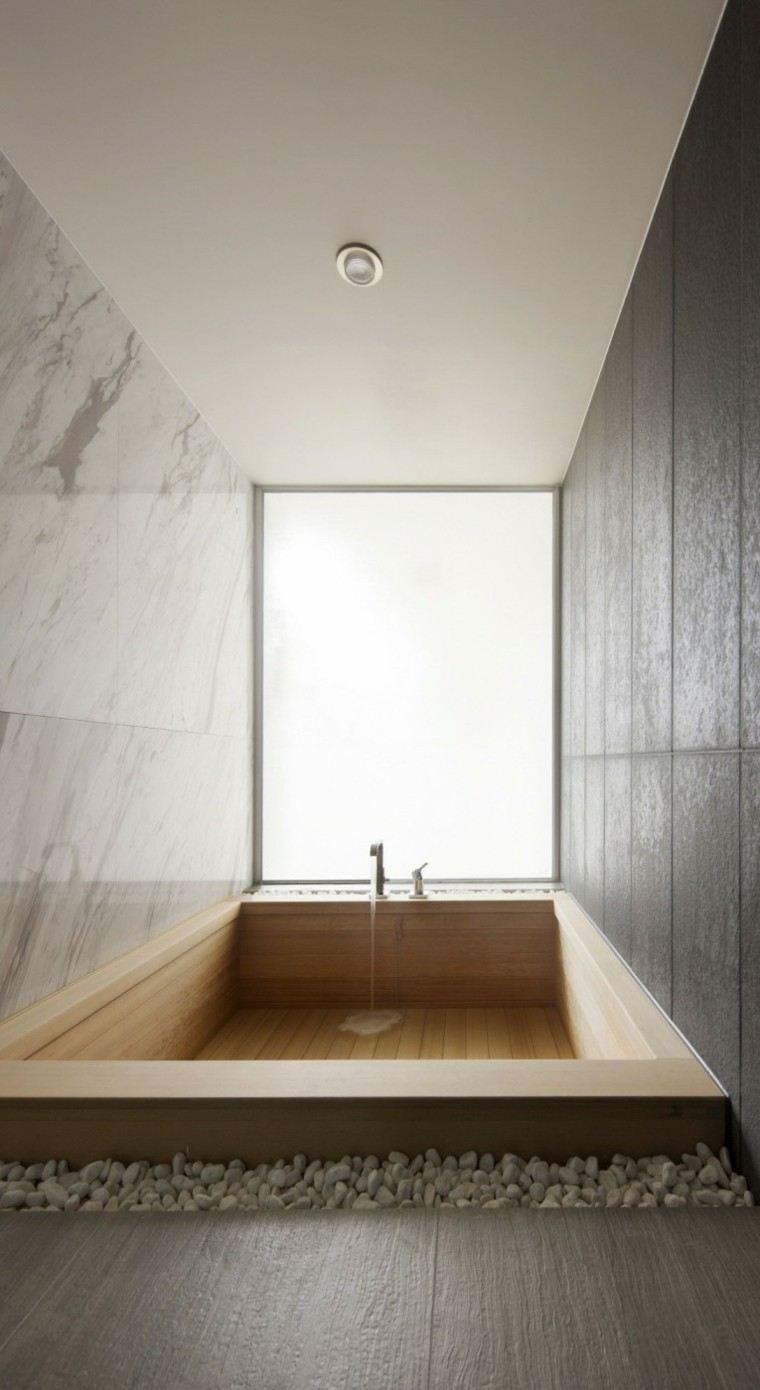 banos estilo minimalista moderno estrecho baldos blancos ideas