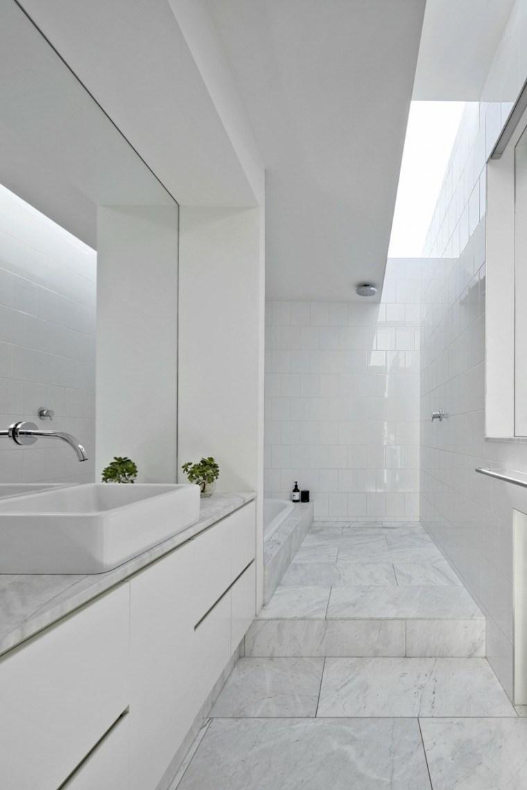 banos estilo minimalista moderno losas blancas pared ideas