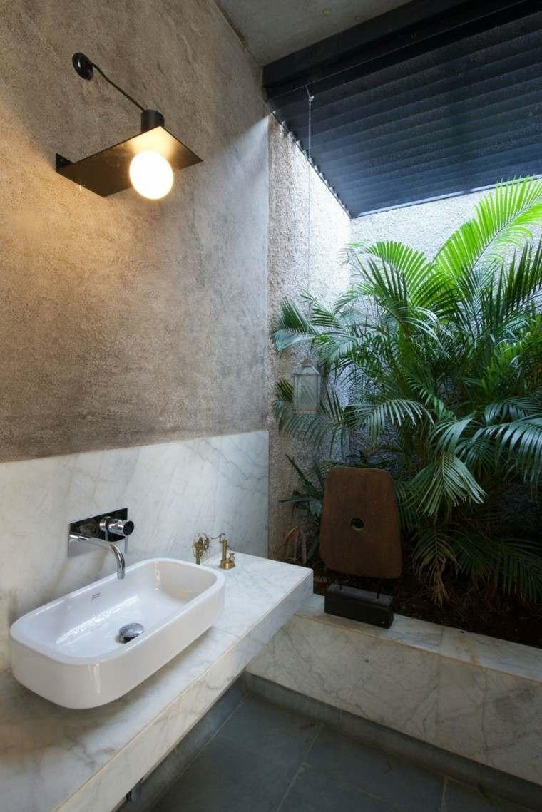 banos-minimalistas-modernos-jardin-interior-precioso