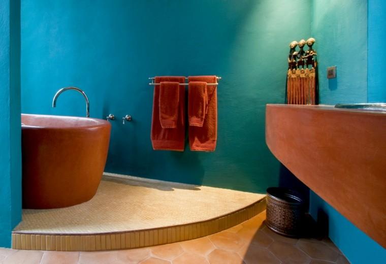 bonito diseño baños de color azul naranja