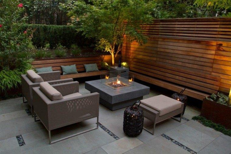 calido patio jardin plantas lamparas