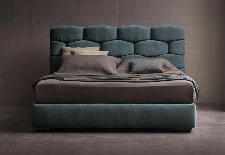 cama acolchada verde agua cabecero