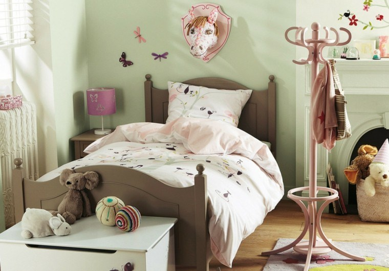 cama color marron cuarto infantil