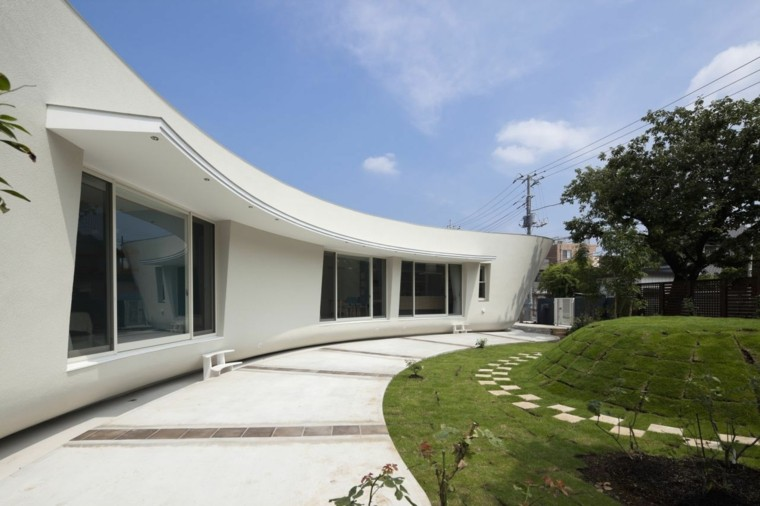 casa arquitectura japonesa jardin amplio cesped ideas