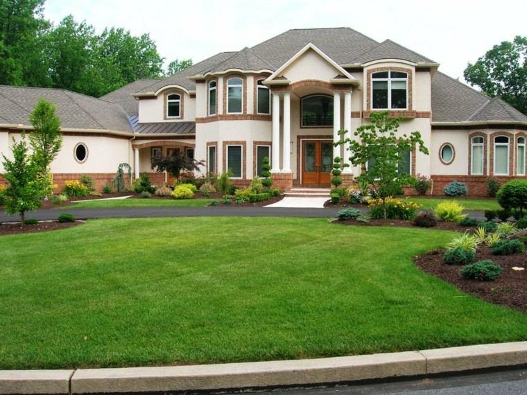 casa frente mantillo color marron