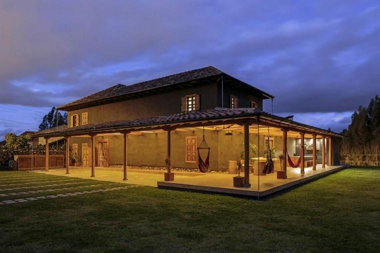 Fachadas de casas rusticas cincuenta dise os con encanto - Casas rurales de diseno ...