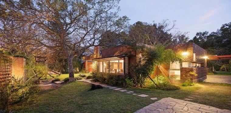 Fachadas de casas rusticas cincuenta dise os con encanto for Jardin casa rustica