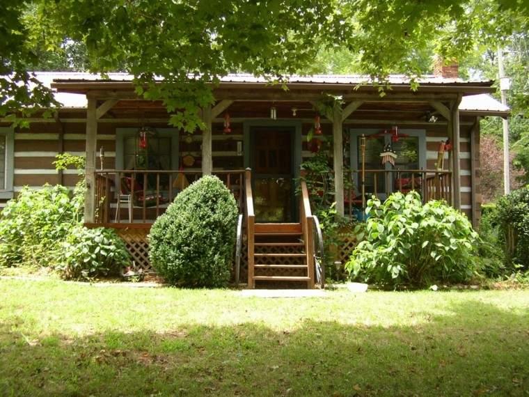 casita madera escaleras campo plantas