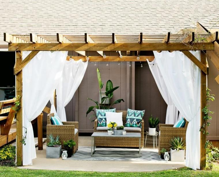 cenadores madera cojines cortinas blancas