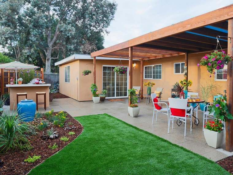 cesped cocina aire libre fuente azul agua jardin ideas