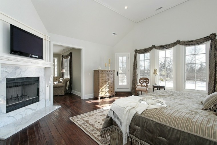 chimenea marmol candelabros suelo madera dormitorio ideas