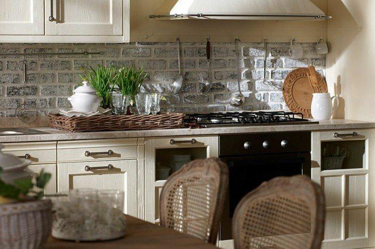 cocina color beige pared ladrillo