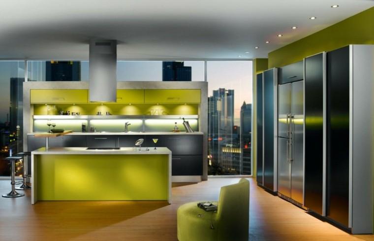 cocina amplia armarios isla verde ideas