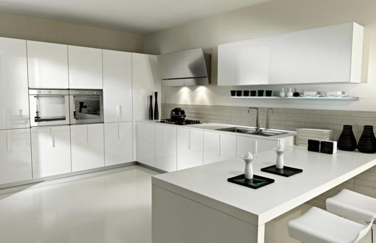 cocina blanca estilo minimalista amplia armarios suelo techo ideas