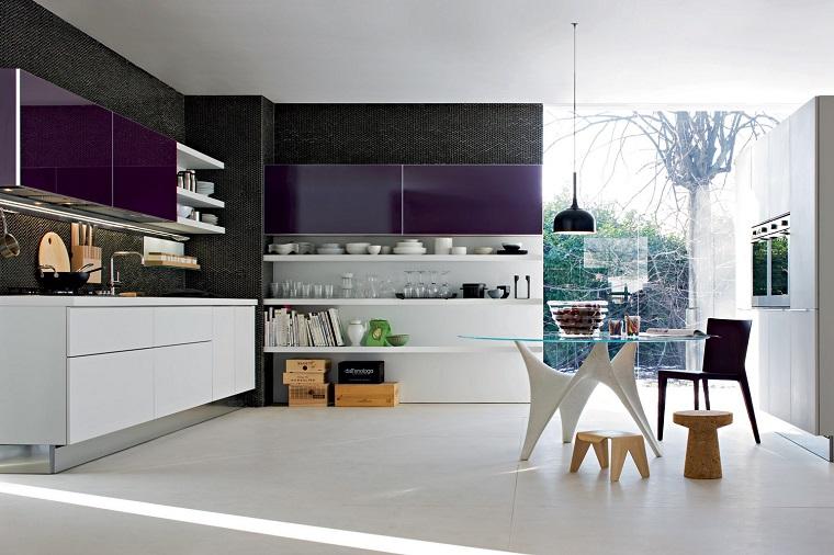 cocina blanca estilo minimalista color purpura ideas
