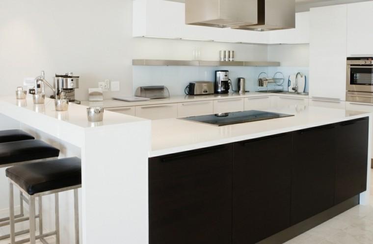 cocina blanca estilo minimalista electrodomesticos candelabros ideas