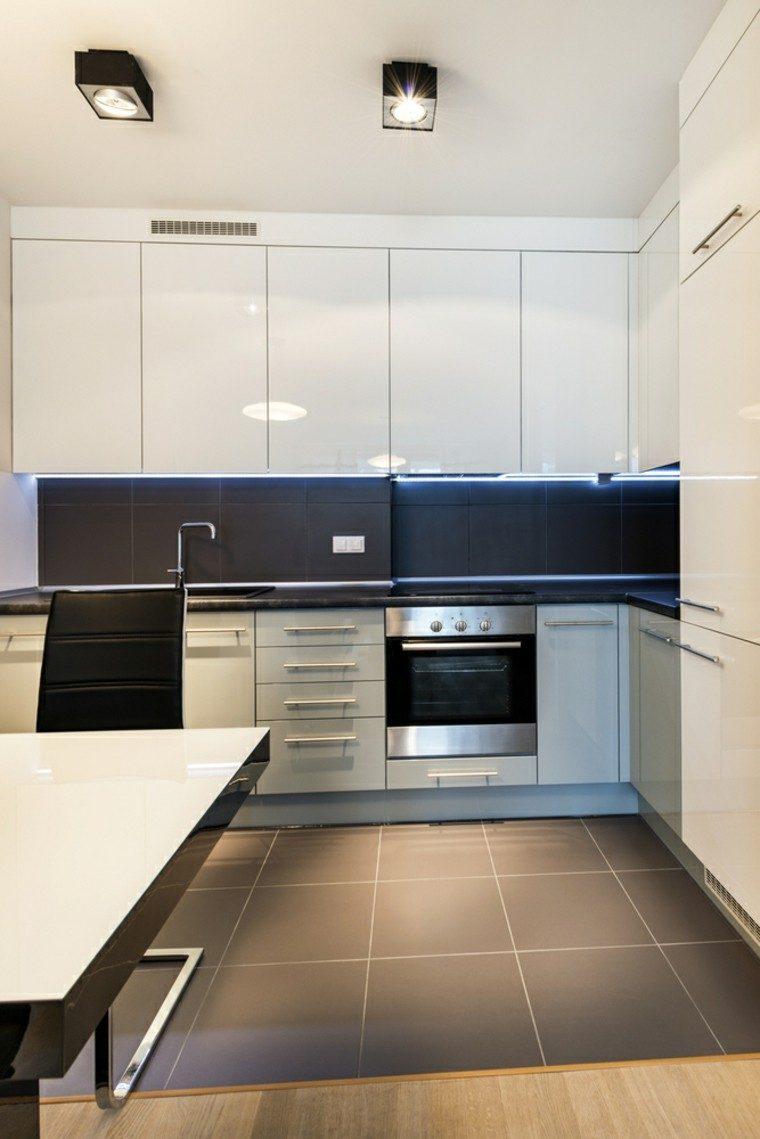 cocina blanca estilo minimalista losas azul pared ideas