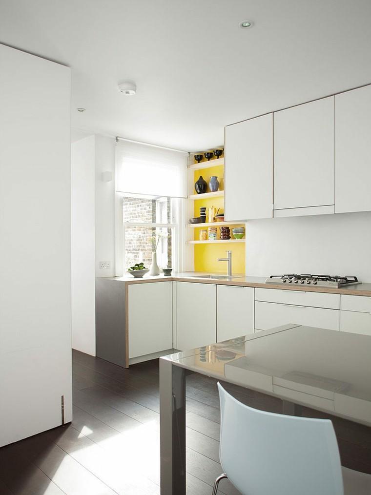 cocina blanca estilo minimalista pared amarilla ideas