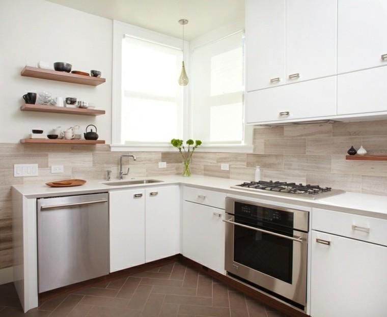 cocina blanca estilo minimalista pared marmol estantes madera ideas