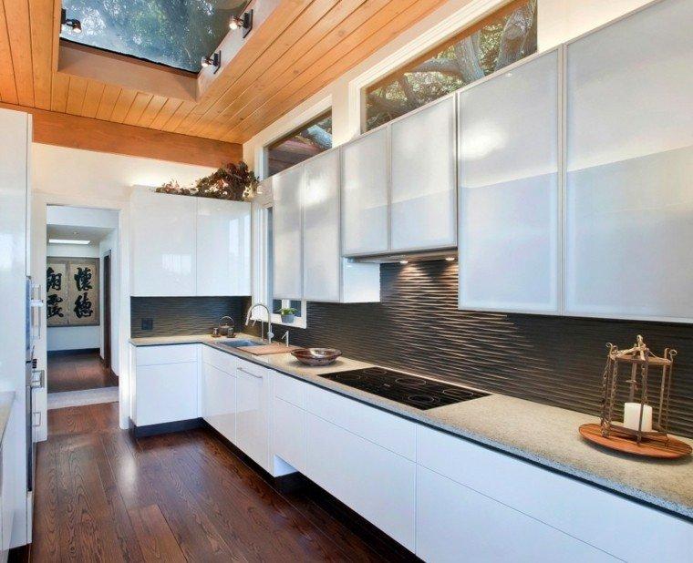cocina blanca estilo minimalista pared negra estrecha larga ideas