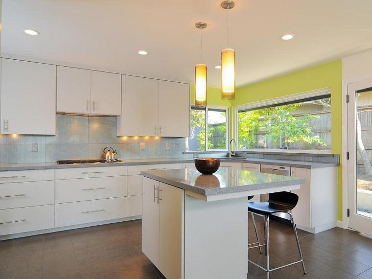 cocina blanca estilo minimalista pared verde vibrantes ideas