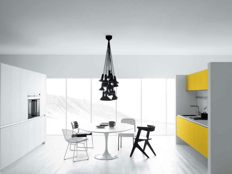 cocina blanca muebles puertas amarillos
