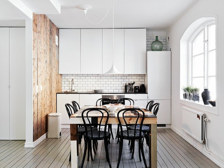 diseño cocina blanca pared madera