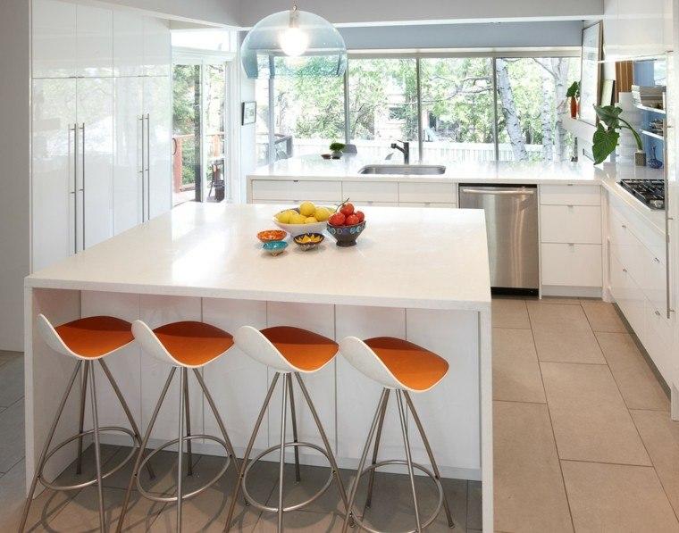 isla cocina blanca taburetes naranja