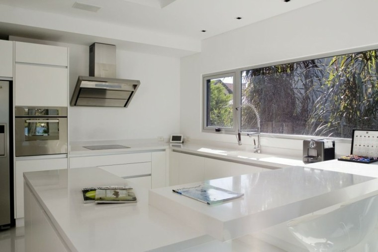 cocina blanca moderna vistas jardin