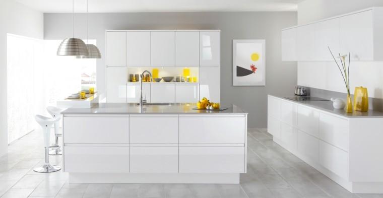 cocina isla grande blanca toques amarillo decorativos ideas