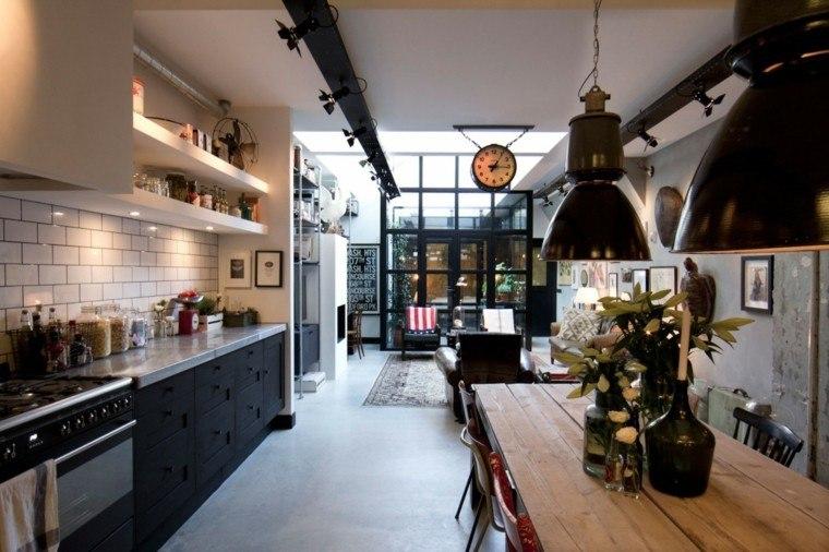 cocina loft muebles negros mesa madera losas blancas moderno
