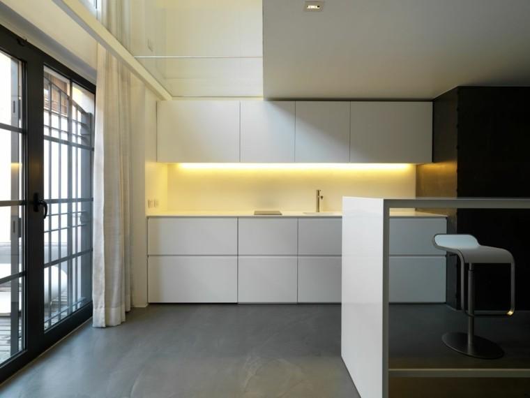 cocina estilo minimalista luz amarilla