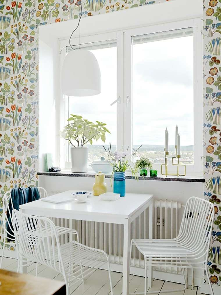 cocina papel pared estampa floral sillas blancas ideas