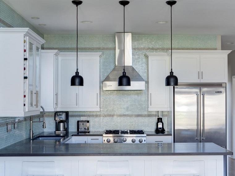 cocina-pequena-mosaico-pared-lamparas-negras Blog