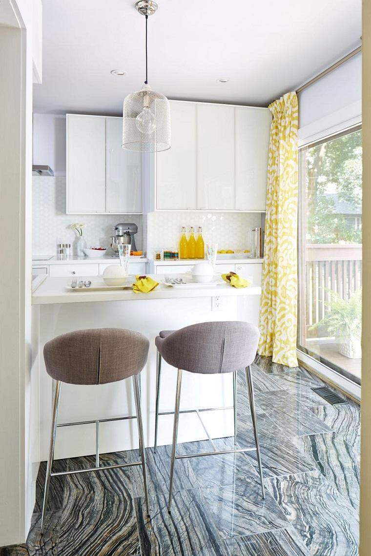 cocina pequena suelo losas barra blanca sillas altas ideas