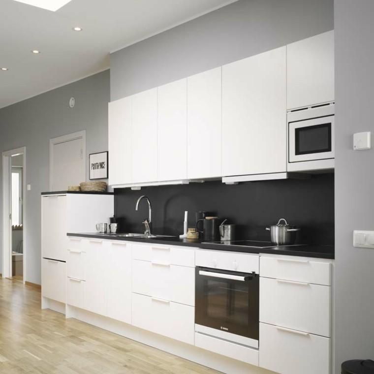 Cocinas blancas y negras 50 ideas geniales a considerar Cocina blanca encimera granito negra