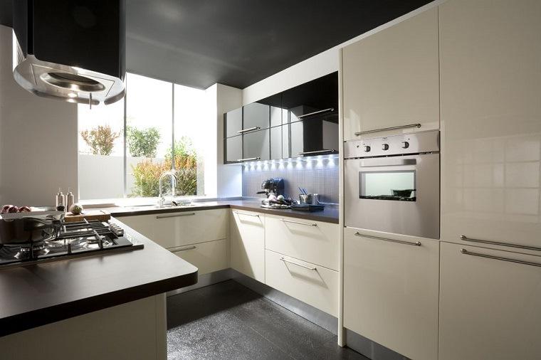cocinas-blancas-negras-espacios-pequenos-espacios